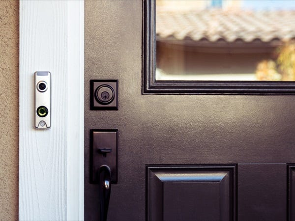Picture of frontdoor with doorbell camera